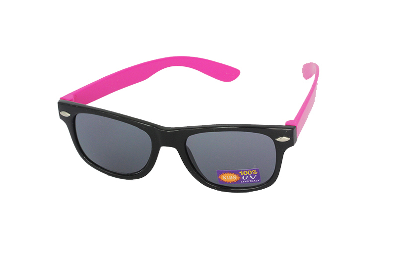 Smart og billige solbriller til barn i svart og rosa
